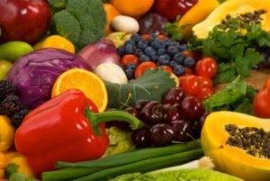 В рацион пациента должны быть включены свежие овощи и фрукты, богатые витаминами и минералами