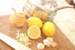Чеснок при простатите усилит в разы свои целебные свойства, если добавить к нему лимон и мед