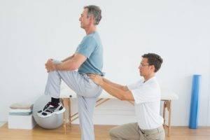 Исходя из формы заболевания схема лечения может включать в себя лечебную гимнастику