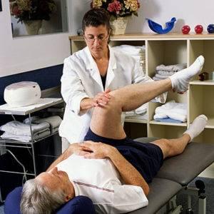 В современной медицине физиотерапия, такая как лечебная физкультура, широко используется
