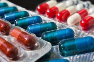 Назначаются — противомикробные, противовоспалительные и антиандрогенные препараты