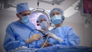 Используются различные методы хирургического доступа в зависимости от размеров аденомы и направления ее прорастания