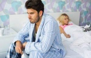 Многие мужчины при эректильной дисфункции пытаются решить проблему самостоятельно